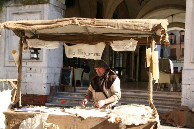 liutaio medioevale a san zenone degli ezzelini - pergamena.jpg